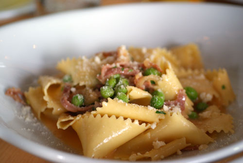 Pappardelle con piselli e prosciutto